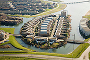 Nederland, Utrecht, Houten, 11-02-2008; huizen op kunstmatig eiland in waterpartij in nieuwbouwwijk; eengezinswoningen, nieuwbouw, woonwijk, VINEX lokatie; houses on artificial island in lake / pond in new housing district, houses, construction, residential, suburb Utrecht - VINEX location;.water, water resources, water management, water management, climate change, global warming, environment, living, water, housing, house, innovation, climate change, carbon dioxide, greenhouse gases, warming of the planet.luchtfoto (toeslag); aerial photo (additional fee required); .foto Siebe Swart / photo Siebe Swart