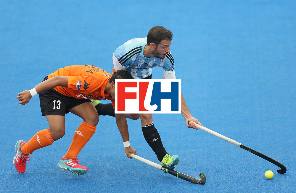 LONDON, ENGLAND - JUNE 24: Firhan Ashari of Malaysia and Manuel Brunet of Argentina battle for possession during the semi-final match between Argentina and Malaysia on day eight of the Hero Hockey World League Semi-Final at Lee Valley Hockey and Tennis Centre on June 24, 2017 in London, England. (Photo by Steve Bardens/Getty Images)