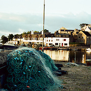 Roundstone fishing villiage. Connemara, County Galway, Ireland lies on the western arm of Bertraghboy Bay 48 miles (77km) north-west of Galway city. The Connemara village is beautifully set on one of the most spectacular coastal drives in Ireland overlooking the Atlantic at the foot of Errisbeg Mountain. Roundstone, Connemara, County Galway. Ireland. 23rd July 2011. Photo Tim Clayton