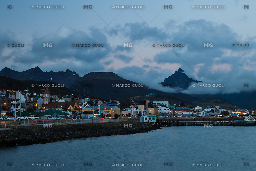 CIUDAD Y BAHIA DE USHUAIA AL ANOCHECER, MONTE OLIVA AL FONDO, PROVINCIA DE TIERRA DEL FUEGO,  PATAGONIA, ARGENTINA (PHOTO BY © MARCO GUOLI - ALL RIGHTS RESERVED. CONTACT THE AUTHOR FOR ANY KIND OF IMAGE REPRODUCTION)
