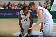 DESCRIZIONE :Siena  Lega A 2011-12 Montepaschi Siena Cimberio Varese Play off gara 1<br /> GIOCATORE : Bootsy Thornton<br /> CATEGORIA : fair play<br /> SQUADRA : Montepaschi Siena<br /> EVENTO : Campionato Lega A 2011-2012 Play off gara 1 <br /> GARA : Montepaschi Siena Cimberio Varese<br /> DATA : 17/05/2012<br /> SPORT : Pallacanestro <br /> AUTORE : Agenzia Ciamillo-Castoria/ GiulioCiamillo<br /> Galleria : Lega Basket A 2011-2012  <br /> Fotonotizia : Siena  Lega A 2011-12 Montepaschi Siena Cimberio Varese Play off gara 1<br /> Predefinita :