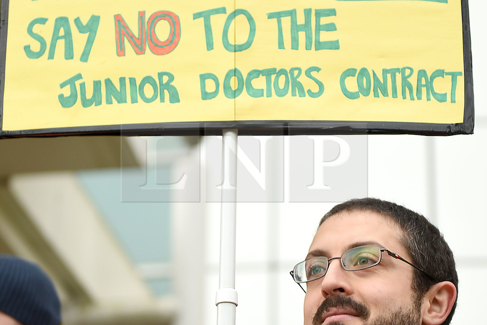 © Licensed to London News Pictures. 10/02/2016. Reading, UK. Junior Doctors on strike outside the Royal Berkshire Hospital in Reading on Wednesday, February 10. A 24-hour walk out due to the proposed contract changes offered by the government to junior doctors is taking place. Photo credit should read: Emma Sheppard/LNP