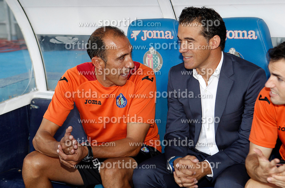 15.09.2012, Coliseum Alfonso Perez, Getafe, ESP, Primera Division, FC Getafe vs FC Barcelona, 04. Runde, im Bild Getafe's coach Luis Garcia (r) and his second Pedro Rostoll // during the Spanish Primera Division 04th round match between Getafe CF and Barcelona FC at the Coliseum Alfonso Perez, Getafe, Spain on 2012/09/15. EXPA Pictures © 2012, PhotoCredit: EXPA/ Alterphotos/ Acero..***** ATTENTION - OUT OF ESP and SUI *****