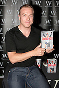 25.OCTOBER.2012. MANCHESTER<br /> <br /> CHRIS HOY SIGNS COPIES OF HIS NEW BOOK AT WATERSTONES IN MANCHESTER<br /> <br /> BYLINE: EDBIMAGEARCHIVE.CO.UK<br /> <br /> *THIS IMAGE IS STRICTLY FOR UK NEWSPAPERS AND MAGAZINES ONLY*<br /> *FOR WORLD WIDE SALES AND WEB USE PLEASE CONTACT EDBIMAGEARCHIVE - 0208 954 5968*