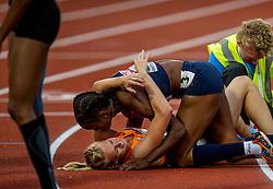 09-07-2016 NED: European Athletics Championships day 4, Amsterdam<br /> Anouk Vetter pakt de gouden medaille op de zevenkamp en wordt geknuffeld door de Antoinette Nana Djimou FRA die het zilver pakte