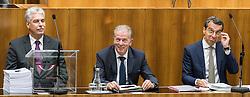 12.10.2016, Parlament, Wien, AUT, Parlament, Nationalratssitzung, Sitzung des Nationalrates mit Budgetrede des Finanzministers, im Bild v.l.n.r. Bundesminister für Finanzen Hans Jörg Schelling (ÖVP), Vizekanzler und Minister für Wirtschaft und Wissenschaft Reinhold Mitterlehner (ÖVP) und Bundeskanzler Christian Kern (SPÖ) // f.l.t.r. Austrian Minister of Finance Hans Joerg Schelling, Vice Chancellor of Austria and Minister of Science and Economy Reinhold Mitterlehner and Federal Chancellor of Austria Christian Kern during meeting of the National Council of austria according to government budget 2017 at austrian parliament in Vienna, Austria on 2016/10/12, EXPA Pictures © 2016, PhotoCredit: EXPA/ Michael Gruber