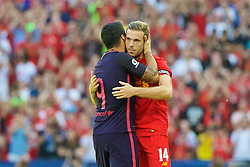 LONDON, ENGLAND - Saturday, August 6, 2016: Liverpool's captain Jordan Henderson embraces Barcelona's Luis Suárez after the International Champions Cup match at Wembley Stadium. (Pic by Xiaoxuan Lin/Propaganda)