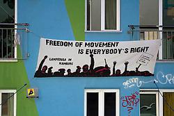 """Am 30.4.14 zogen rund 1000 Persohnen unter dem Motto """"Freedom of Movement now"""" vom BHF Altona über die Reeperbahn zum Park Fiction. Am rande der Demo gab es kleinere Auseinandersetzungen mit der Polizei."""