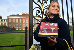 © Licensed to London News Pictures. 27/11/2017. London, UK. A card being left by a well wisher at Kensington Palace in London following an announcement by Clarence House that Prince Harry is engaged to his partner Meghan Markle. They will be married in the Spring of 2018. Photo credit: Ben Cawthra/LNP