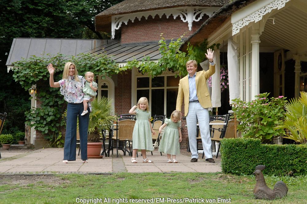 Photocall of the dutch Royal Family.<br /> On the photo: His Royal Highness the prince Willem Alexander, her royal highness princess M&aacute;xima and their yet-delicate princess Catharina-Amalia, princess Alexia and princess Ariane.<br /> <br /> Fotosessie op Landgoed de Horsten in Wassenaar <br /> Op de foto: Zijne Koninklijke Hoogheid de Prins van Oranje, Hare Koninklijke Hoogheid Prinses M&aacute;xima en hun dochters Prinses Catharina-Amalia, Prinses Alexia en Prinses Ariane .