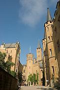 Burg Hohenzollern, Burghof, Schwäbische Alb, Baden-Württemberg, Deutschland.. | ..Hohenzollern Castle, Germany