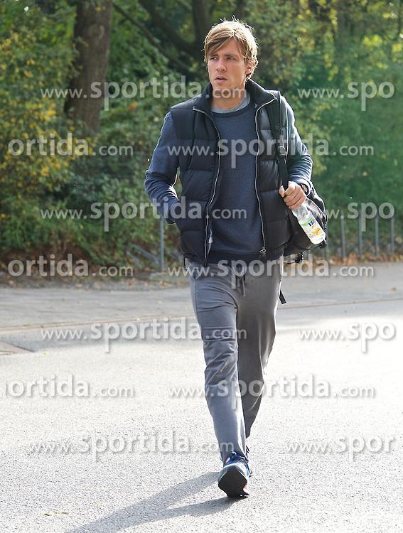 27.10.2014, Trainingscenter, Bremen, GER, 1. FBL, SV Werder Bremen, Training, im Bild Clemens Fritz (SV Werder Bremen #8) auf dem Weg vom Parkplatz zur Kabine // during a Trainingssession of German Bundesliga Club SV Werder Bremen at the Trainingscenter in Bremen, Germany on 2014/10/27. EXPA Pictures © 2014, PhotoCredit: EXPA/ Andreas Gumz<br /> <br /> *****ATTENTION - OUT of GER*****