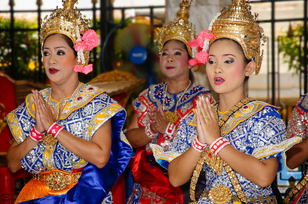Traditional Thai dancers, Erawan Shrine, Bangkok, Thailand