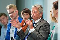 """29 AUG 2013, BERLIN/GERMANY:<br /> Joachim Gauck, Bundespraesident, waehrend einer Diskussion mit Schuelern unter dem Motto """"Deine Stimme zaehlt!"""" anl. der Bundestagswahl, Aula des Oberstufenzentrums Handel 1, Wrangelstraße 98, Berlin-Kreuzberg<br /> IMAGE: 20130829-01-037<br /> KEYWORDS: Schüler, Schule, Jugend, Jugendliche"""