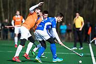BLOEMENDAAL - hoofdklasse competitie heren.  Bloemendaal-Kampong (1-1) . Martijn Havenga (Kampong) met links Roel Bovendeert (Bldaal).   COPYRIGHT KOEN SUYK