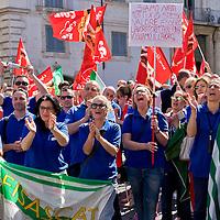 Auchan e Carrefour, sit-in dei dipendenti all'Ambasciata di Francia