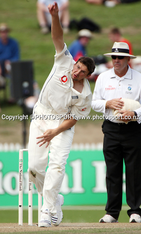 Steve Harmison bowls during the National Bank Test Match Series, New Zealand v England, 2nd day of 1st Test at Seddon Park, Hamilton, New Zealand. Thursday 6 March 2008. Photo: Stephen Barker/PHOTOSPORT