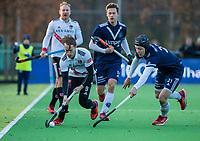 AMSTELVEEN - Rik van Kan (Adam) met Morris de Vilder (Pinoke) tijdens de competitie hoofdklasse hockeywedstrijd heren, Pinoke-Amsterdam (1-1)   COPYRIGHT KOEN SUYK