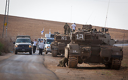 © Licensed to London News Pictures 19/11/2012.  Nahal Oz, Israel.  Israeli tanks arrive in Nahal Oz close to the border with Gaza today as troops continue to reinforce their numbers.  Photo credit : Alison Baskerville/LNP