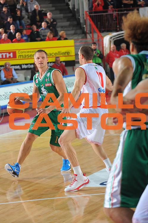 DESCRIZIONE : Varese Lega A 2010-11 Cimberio Varese Montepaschi Siena<br />GIOCATORE : Rimantas Kaukenas<br />SQUADRA : Montepaschi Siena<br />EVENTO : Campionato Lega A 2010-2011<br />GARA : Cimberio Varese Montepaschi Siena<br />DATA : 30/10/2010<br />CATEGORIA : Palleggio<br />SPORT : Pallacanestro<br />AUTORE : Agenzia Ciamillo-Castoria/A.Dealberto<br />Galleria : Lega Basket A 2010-2011<br />Fotonotizia : Varese Lega A 2010-11 Cimberio Varese Montepaschi Siena<br />Predefinita :