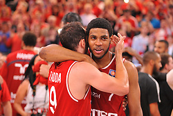 21.06.2015, Brose Arena, Bamberg, GER, Beko Basketball BL, Brose Baskets Bamberg vs FC Bayern Muenchen, Playoffs, Finale, 5. Spiel, im Bild Karsten Tadda (Brose Baskets Bamberg / links) und Ryan Thompson (Brose Baskets Bamberg / rechts) bejubeln den Sieg gegen den FC Bayern Muenchen und den Gewinn der Deutschen Meisterschaft 2015. // during the Beko Basketball Bundes league Playoffs, final round, 5th match between Brose Baskets Bamberg and FC Bayern Muenchen at the Brose Arena in Bamberg, Germany on 2015/06/21. EXPA Pictures © 2015, PhotoCredit: EXPA/ Eibner-Pressefoto/ Merz<br /> <br /> *****ATTENTION - OUT of GER*****