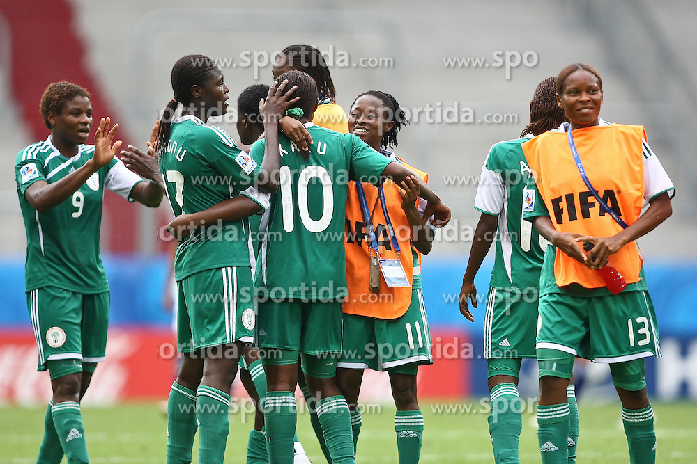 17.07.2010,  Augsburg, GER, FIFA U20 Womens Worldcup, Nigeria vs Japan,  im Bild Freude nach dem Spiel, EXPA Pictures © 2010, PhotoCredit: EXPA/ nph/ . Straubmeier+++++ ATTENTION - OUT OF GER +++++ / SPORTIDA PHOTO AGENCY