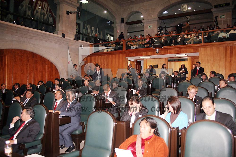 TOLUCA, México.- En sesión extraordinaria los diputados de la LVII legislatura local, PRI, Nueva Alianza, Verde Ecologista y psd, aprobaron el endeudamiento de 11 municipios. Agencia MVT / José Hernández. (DIGITAL)