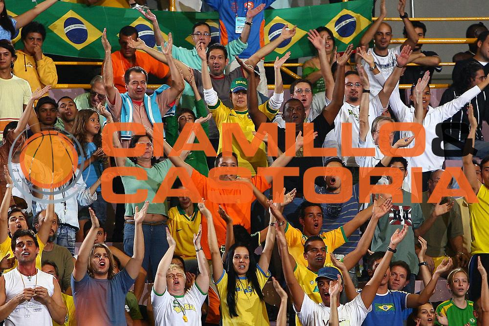 DESCRIZIONE : San Paolo Sao Paolo Brasile Brazil World Championship for Women 2006 Campionati Mondiali Donne Semifinal Australia-Brazil<br /> GIOCATORE : Tifo Tifosi Supporter Fan<br /> SQUADRA : Australia Brazil Brasile<br /> EVENTO : San Paolo Sao Paolo Brasile Brazil World Championship for Women 2006 Campionati Mondiali Donne Semifinal Australia-Brazil<br /> GARA : Australia Brazil Australia Brasile<br /> DATA : 21/09/2006 <br /> CATEGORIA : <br /> SPORT : Pallacanestro <br /> AUTORE : Agenzia Ciamillo-Castoria/E.Castoria <br /> Galleria : world championship for women 2006<br /> Fotonotizia : San Paolo Sao Paolo Brasile Brazil World Championship for Women 2006 Campionati Mondiali Donne Semifinal Australia-Brazil<br /> Predefinita :