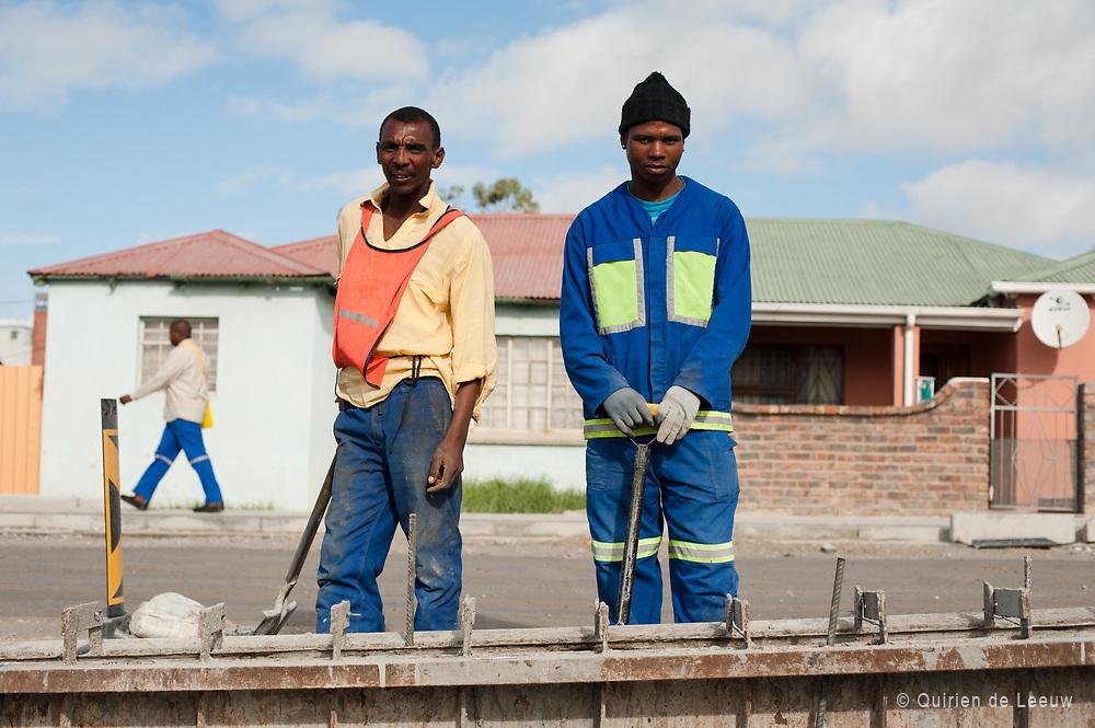 Portret van twee contractwerkers uit township New Brighton, Port Elizabeth