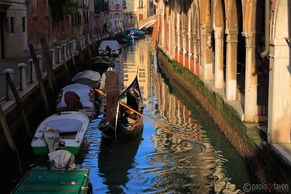A gondola in Rio San Felice, a small canal in the sestiere of Cannaregio. Taken about one hour before sunset on an evening of mid January.