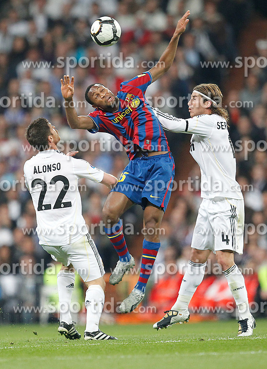 10.04.2010, Estadio Santiago Bernabeu, Madrid, ESP, Primera Division, Real Madrid vs FC Barcelona, im Bild Keita, Xabi ALonso and Sergio Ramos. EXPA Pictures © 2010, PhotoCredit: EXPA/ Alterphotos/ Cesar Cebolla / SPORTIDA PHOTO AGENCY