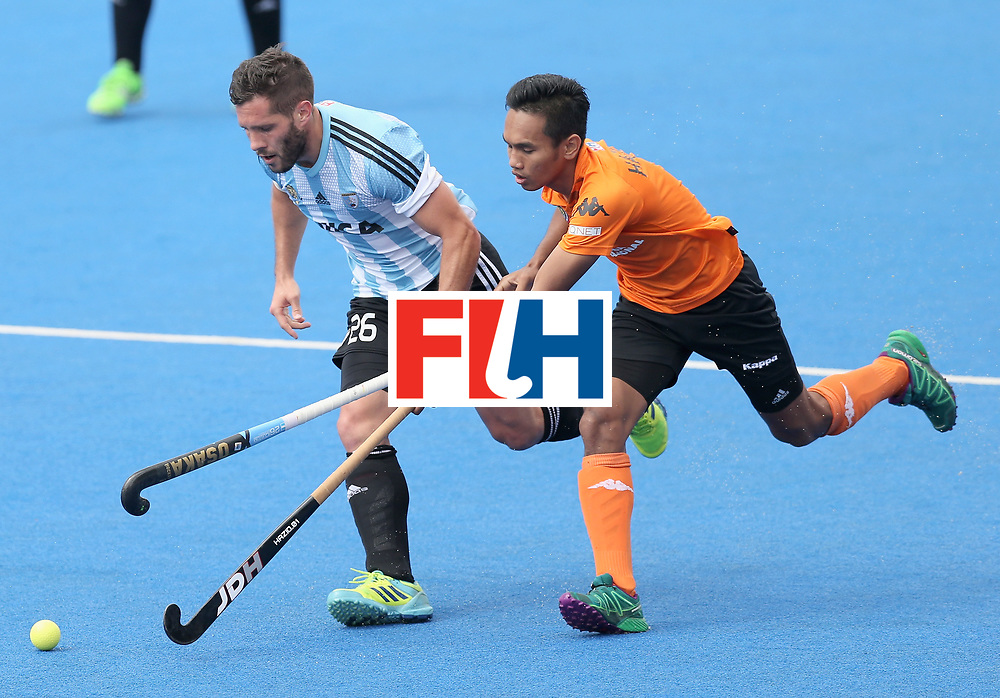 LONDON, ENGLAND - JUNE 24: Agustin Mazzilli of Argentina and Haziq Samsul of Malaysia battle for possession during the semi-final match between Argentina and Malaysia on day eight of the Hero Hockey World League Semi-Final at Lee Valley Hockey and Tennis Centre on June 24, 2017 in London, England. (Photo by Alex Morton/Getty Images)