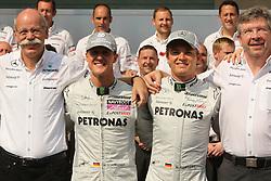 Motorsports / Formula 1: World Championship 2010, GP of Abu Dhabi,  Dr. Dieter Zetsche (Chairman of the Board of Management of Daimler AG, Head of Mercedes-Benz Cars), 03 Michael Schumacher (GER, Mercedes GP Petronas),   04 Nico Rosberg (GER, Mercedes GP Petronas), Ross Brawn (ENG, Mercedes GP Petronas),