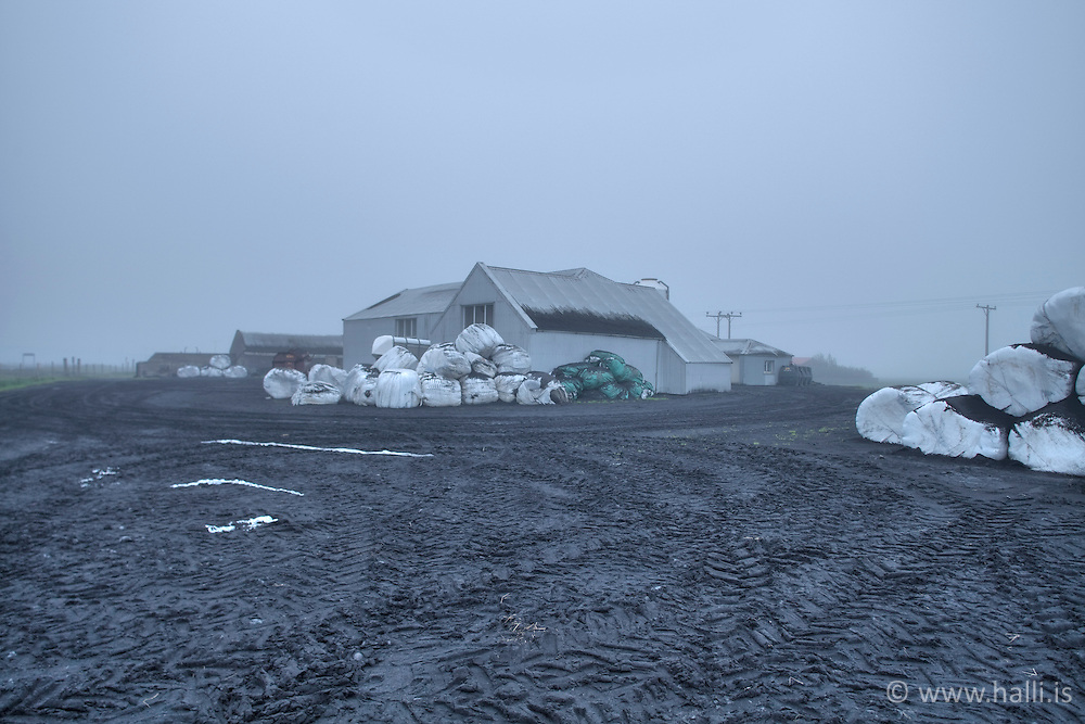 Volcanic ash at the farm Hrutafell, Iceland - Aska við bæinn Hrútafell undir Eyjafjöllum