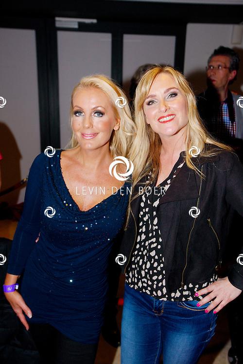 AMSTERDAM - Na het concert van De Toppers is er de welbekende VIP PARTY voor alle bekende Nederlanders. Met hier op de foto  Mandy Huydts (L) en Danielle Mulder. FOTO LEVIN DEN BOER - PERSFOTO.NU