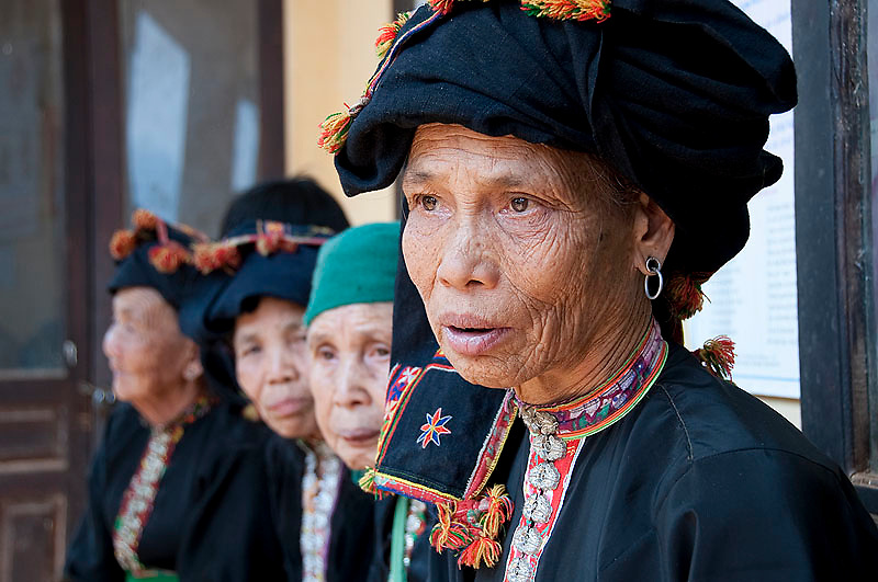 With a total of well over 1,000,000 the Thai constitute the second largest ethnic minority in Vietnam. Of the two groups, the Black Thai are concentrated in Son La and southern Lai Chau Provinces while the White Thai are found predominantly in northern Lai Chau and Lao Cai provinces. The traditional costume of the Thai generally comprises a coloured blouse (often green, blue, pink or purple) with a distinctive row of silver buttons down the front, a long black skirt and usually an intricately embroidered and very distinctive black headscarf.