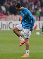 FUSSBALL   CHAMPIONS LEAGUE  HALBFFINAL HINSPIEL   2011/2012      FC Bayern Muenchen -Real Madrid          17.04.2012 Cristiano Ronaldo (Real Madrid) beim Aufwaermen