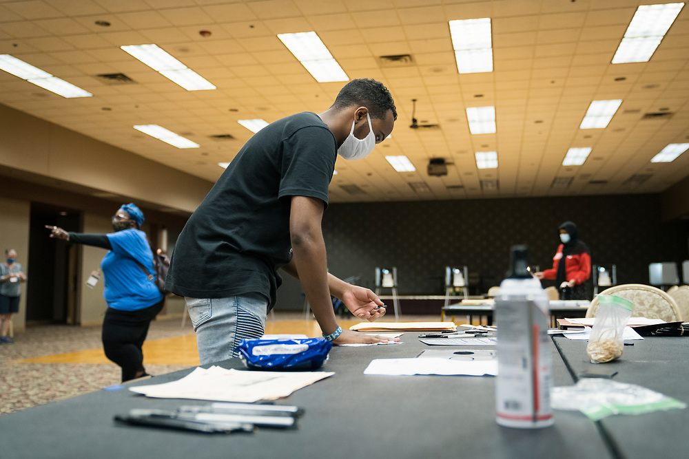 An election official cleans the ballot station at a polling location in Minneapolis, Minnesota, U.S., on Tuesday, Aug. 11, 2020. Photographer: Ben Brewer/Bloomberg