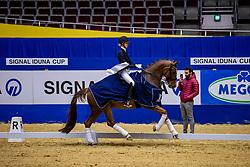 SZÖKE-TOTH Berill (GER), Qatar 6<br /> Siegerehrung<br /> Einlaufprüfung<br /> DERBY Dressage Cup<br /> Dortmund - Signal Iduna Cup 2020<br /> 12.03.20<br /> © www.sportfotos-lafrentz.de/Stefan Lafrentz