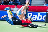AMSTELVEEN - goalkeeper Rachael Lynch (Austr.)  with Agustina ALBERTARRIO (ARG). Semi Final Pro League  women, Argentina-Australia (1-1) . Austr. wns. COPYRIGHT KOEN SUYK
