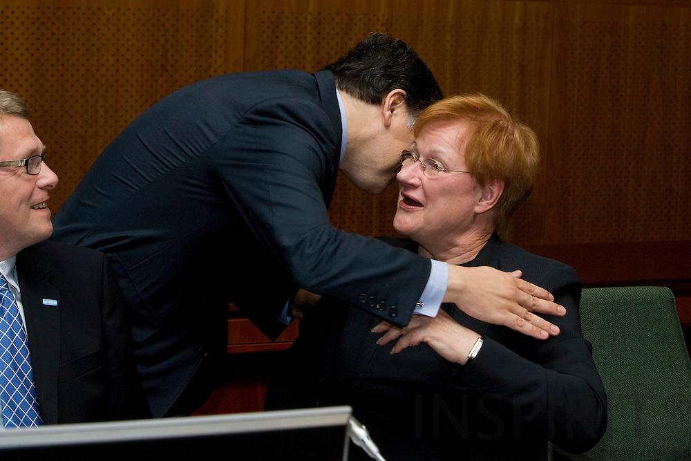 BRUSSELS - BELGIUM - 19 JUNE 2009 -- EU-Summit -- The European Commission President Jose Manuel BARROSO kisses the Finnish President Tarja HALONEN. To the left the Finnish Prime Minister Matti VANHANEN. Photo: Erik Luntang