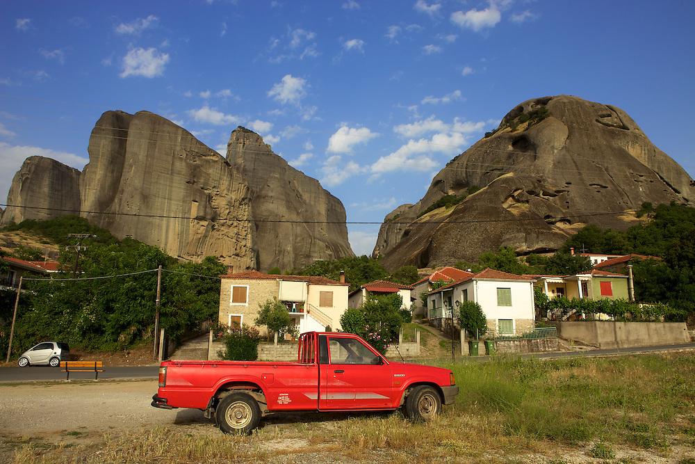 Le Village de Kastrisa, au pied des Météores, Grèce.