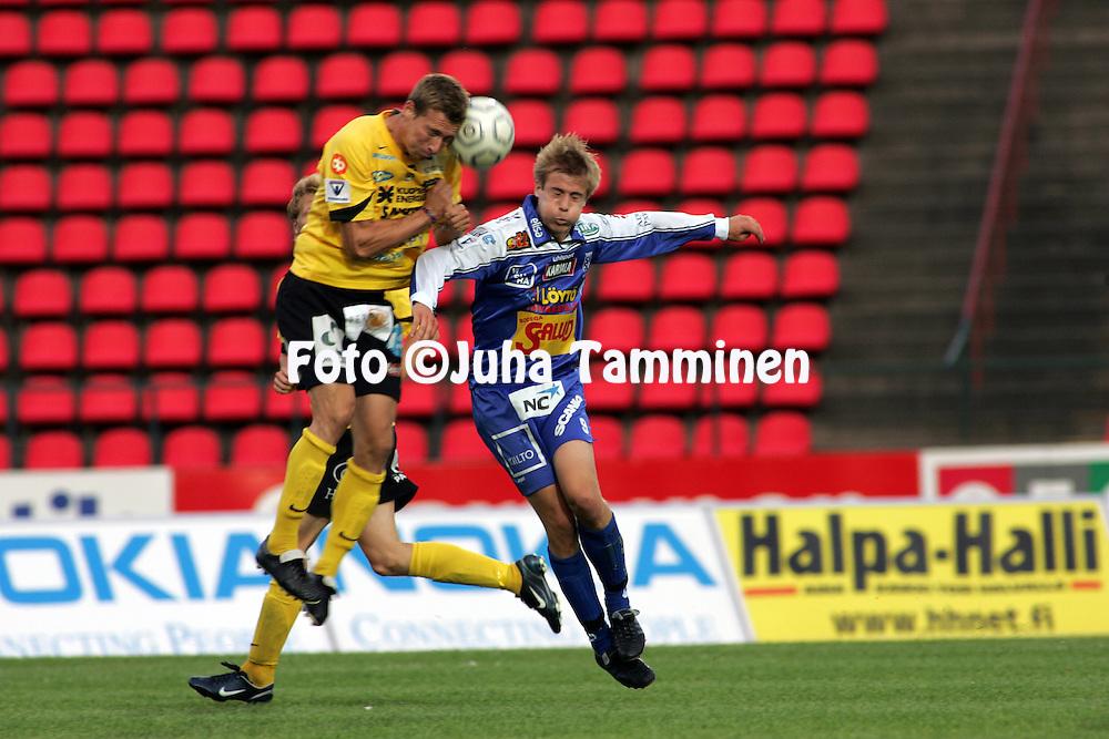 31.07.2005, Ratina, Tampere, Finland..Veikkausliiga 2005 / Finnish League 2005.Tampere United v Kuopion Palloseura.Antti Ropponen (KuPS) v Antti Hynynen (TamU).©Juha Tamminen.....ARK:k