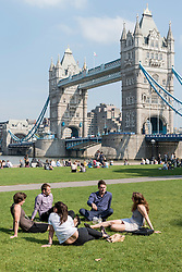 © Licensed to London News Pictures. 14/09/2016. London, UK. People enjoy the hot weather around City Hall as September's mini heatwave continues.  Photo credit : Stephen Chung/LNP