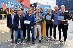 20150618 NED: WK Beach volleybal boek presentatie, Den Haag<br /> Ter gelegenheid van het WK Beachvolleybal in Nederland is vandaag het boek 'In de ban van Beachvolleybal' verschenen. Het bijna 250 pagina's dikke boek gaat over de roots, de ontwikkeling en het succes van beachvolleybal in Nederland / Bas van Goor, toernooidirecteur van het WK Beachvolleybal, reikt de eerste exemplaren uit aan de auteurs, Madelein Meppelink, Marleen van Iersel, Robert Meeuwsen, Alexander Brouwer