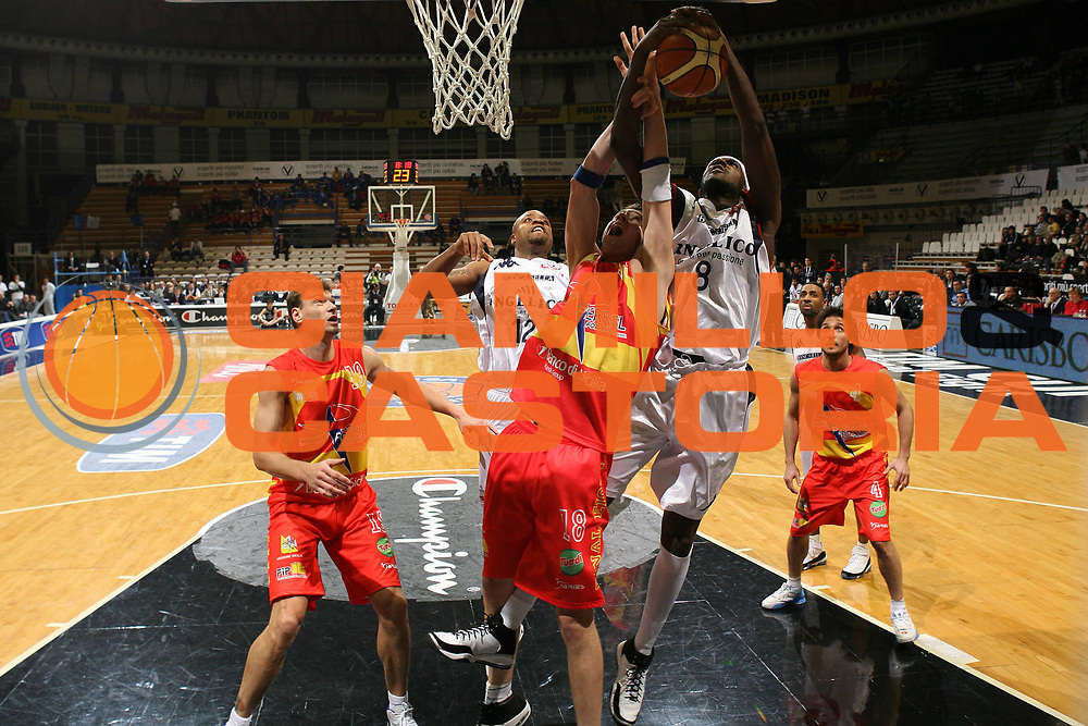 DESCRIZIONE : Bologna Final Eight 2008 Quarti di Finale Pierrel Capo Orlando Angelico Biella <br /> GIOCATORE : Kevin Pinkney <br /> SQUADRA : Angelico Biella <br /> EVENTO : Tim Cup Basket For Life Coppa Italia Final Eight 2008 <br /> GARA : Pierrel Capo Orlando Angelico Biella <br /> DATA : 08/02/2008 <br /> CATEGORIA : Tiro <br /> SPORT : Pallacanestro <br /> AUTORE : Agenzia Ciamillo-Castoria/S.Silvestri <br /> Galleria : Final Eight 2008 <br /> Fotonotizia : Bologna Final Eight 2008 Quarti di Finale Pierrel Capo Orlando Angelico Biella <br /> Predefinita : DESCRIZIONE : Bologna Final Eight 2008 Quarti di Finale Pierrel Capo Orlando Angelico Biella <br /> GIOCATORE : <br /> SQUADRA : Angelico Biella <br /> EVENTO : Tim Cup Basket For Life Coppa Italia Final Eight 2008 <br /> GARA : Pierrel Capo Orlando Angelico Biella <br /> DATA : 08/02/2008 <br /> CATEGORIA : <br /> SPORT : Pallacanestro <br /> AUTORE : Agenzia Ciamillo-Castoria/S.Silvestri