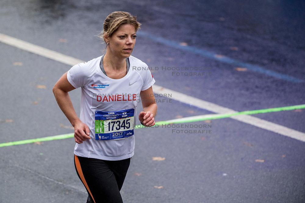 05-11-2017 USA: NYC Marathon We Run 2 Change Diabetes day 3, New York<br /> De dag van de marathon, 42 km en 195 meter door de straten van Staten Island, Brooklyn, Queens, The Bronx en Manhattan / Danielle
