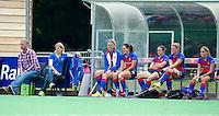BILTHOVEN - Bart van Gaalen en Janneke Schopman, coaches van SCHC  met de bank , zondag tijdens de hoofdklasse competitiewedstrijd tussen de vrouwen van SCHC en MOP (5-0). COPYRIGHT KOEN SUYK