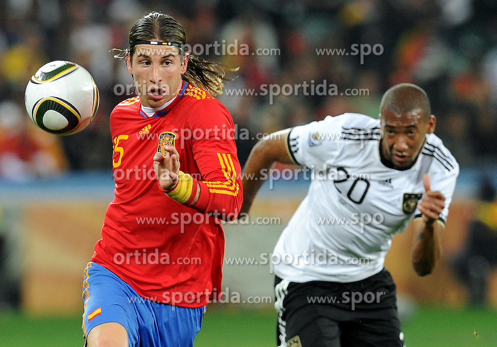 07.07.2010, Moses Mabhida Stadium, Durban, SOUTH AFRICA, Deutschland GER vs Spanien ESP im Bild Sergio Ramos (Spagna),  Jerome Boateng läuft nur hinterher, EXPA Pictures © 2010, PhotoCredit: EXPA/ InsideFoto/ Perottino *** ATTENTION *** FOR AUSTRIA AND SLOVENIA USE ONLY! / SPORTIDA PHOTO AGENCY