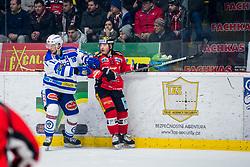 22.12.2017, Ice Rink, Znojmo, CZE, EBEL, HC Orli Znojmo vs EC VSV, 31. Runde, im Bild v.l. Stefan Bacher (EC VSV) Colton Jaret Yellow Horn (HC Orli Znojmo) // during the Erste Bank Icehockey League 31th round match between HC Orli Znojmo and EC VSV at the Ice Rink in Znojmo, Czech Republic on 2017/12/22. EXPA Pictures © 2017, PhotoCredit: EXPA/ Rostislav Pfeffer